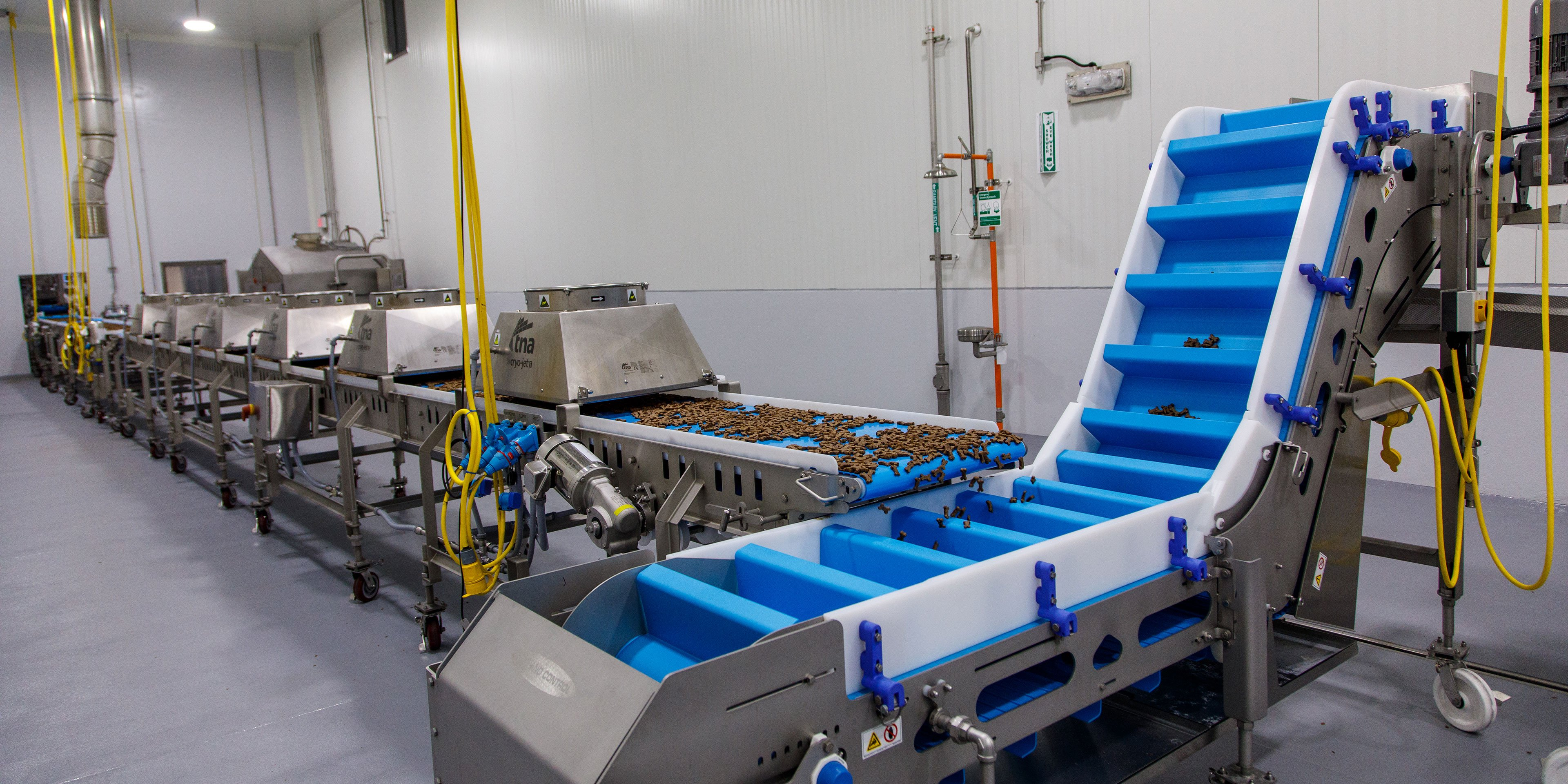 mobile conveyance equipment in pet treat manufacturing facility